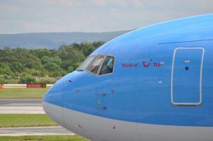 Met een vliegtuig kun je naar Jamaica vliegen.