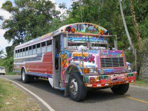 Het is heel erg leuk om een eilandtour met bus te maken op Jamaica.