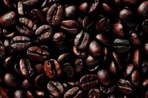 De koffiebonen die op Jamaica worden verbouwd, zijn van een uitmuntende kwaliteit. Het is heerlijk om de Jamaicaanse koffie te drinken.