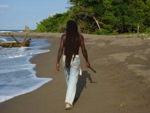 Op het strand van Treasure Beach kun je rastafari's zien.