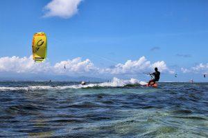 Jamaica is een fantastische bestemming om te gaan kitesurfen.