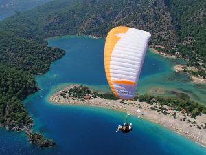 Het is zeer de moeite waard om op Jamaica te gaan paragliding.