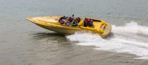 Het is heel leuk om op Jamaica te varen met speedboot.