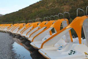 Waterfietsen in de wateren van Jamaica is heel erg leuk.