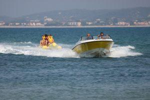Varen met een bananenboot is heel erg leuk om te doen op Jamaica.